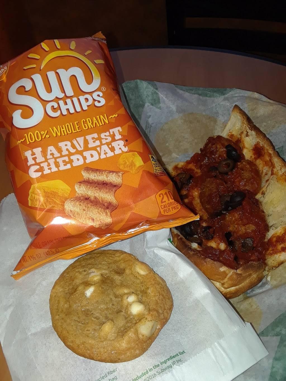 Subway | restaurant | 613 S Beckham Ave, Tyler, TX 75701, USA | 9035922300 OR +1 903-592-2300