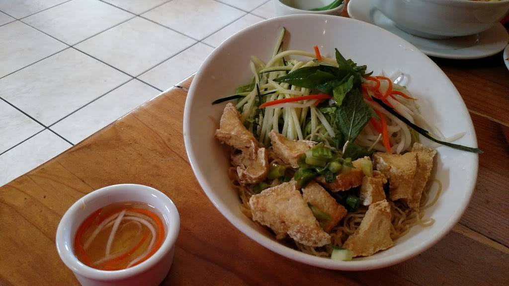 Nông Thôn Restaurant | restaurant | 10086 San Pablo Ave, El Cerrito, CA 94530, USA | 5106478038 OR +1 510-647-8038