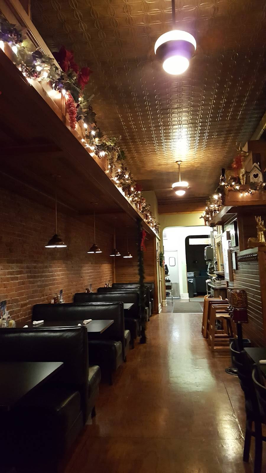 The LuBar and Bistro | restaurant | 911 Fairfax St, Carlyle, IL 62231, USA | 6185946333 OR +1 618-594-6333
