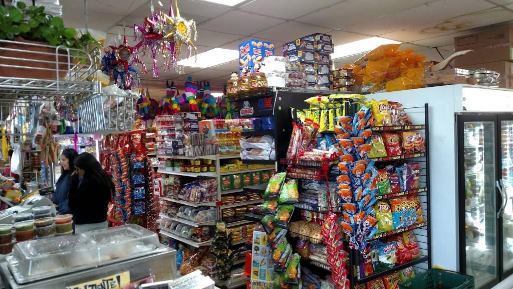 Rancho Grande Market | bakery | 11216 Hwy 99, Everett, WA 98204, USA | 4253559493 OR +1 425-355-9493