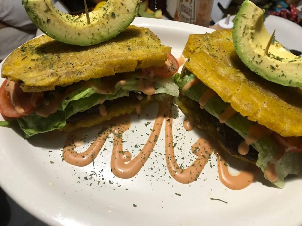 El Tuque Restaurant | restaurant | 2707 Maple Ave, Vineland, NJ 08361, USA | 8564664439 OR +1 856-466-4439