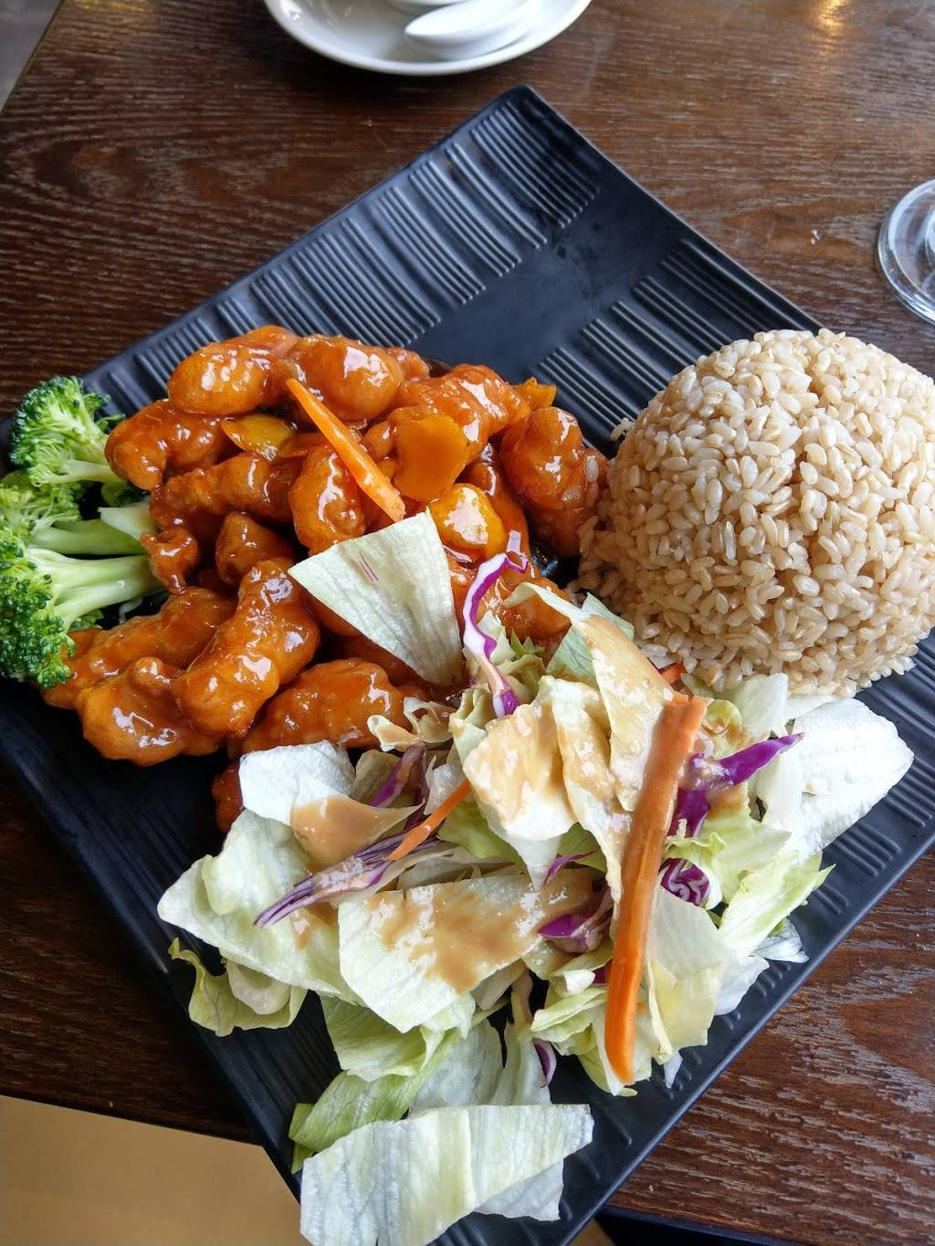 Young Can Wok Chinese Bistro | restaurant | 1200 Broadway, Burlingame, CA 94010, USA | 6503433322 OR +1 650-343-3322