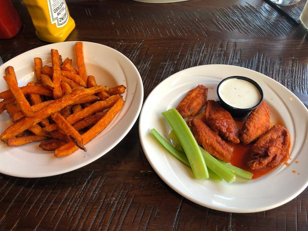 Bulldog Ale House | restaurant | 901 S State St, Chicago, IL 60605, USA | 3125830333 OR +1 312-583-0333