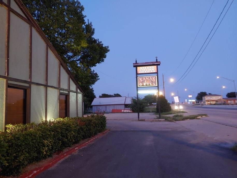 Nanas Grill | restaurant | 111 SW Lee Blvd, Lawton, OK 73501, USA | 5805954900 OR +1 580-595-4900