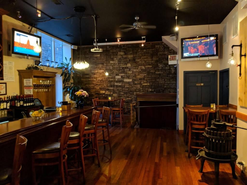 Basil Leaf Cafe | cafe | 2465 N Clark St, Chicago, IL 60614, USA | 7733487243 OR +1 773-348-7243