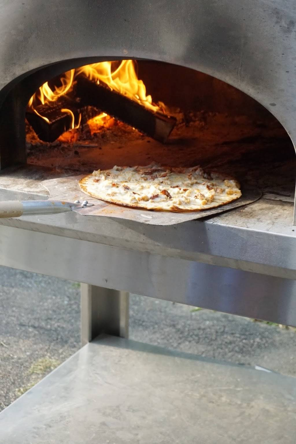 [PIZZA CATERING OFFICE] Newport Pizza Co. | restaurant | 140 Thames St 3rd Floor, Newport, RI 02840, USA | 4016827576 OR +1 401-682-7576