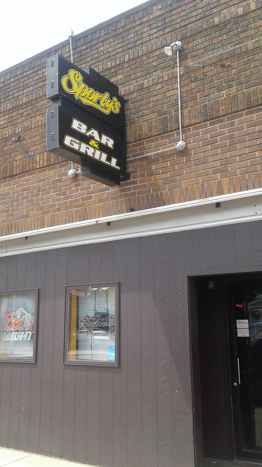 Sportys Bar & Grill | restaurant | 117 S Story St, Rock Rapids, IA 51246, USA | 7124729629 OR +1 712-472-9629