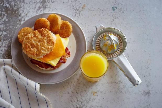 Bojangles Famous Chicken n Biscuits | restaurant | 3652 Reynolda Rd, Winston-Salem, NC 27106, USA | 3369242400 OR +1 336-924-2400