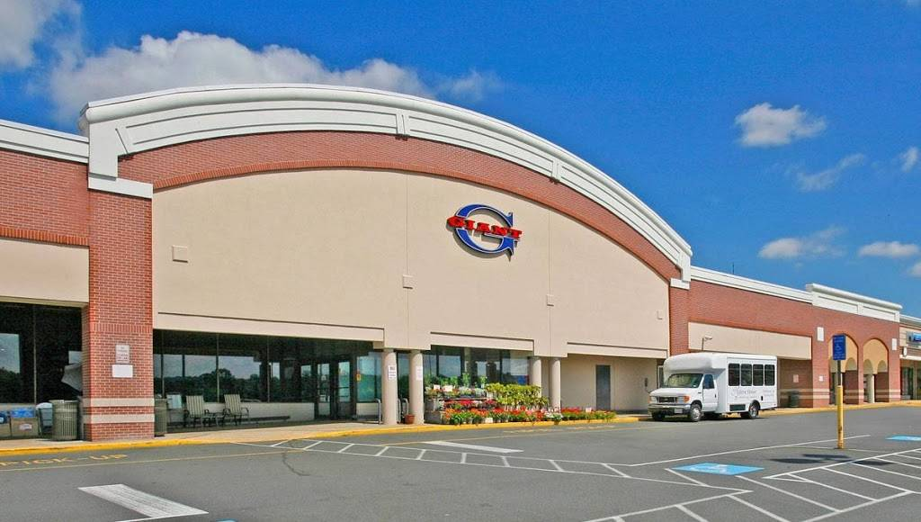 Town Center at Sterling   shopping mall   21800 Towncenter Plaza, Sterling, VA 20164, USA   7034424300 OR +1 703-442-4300