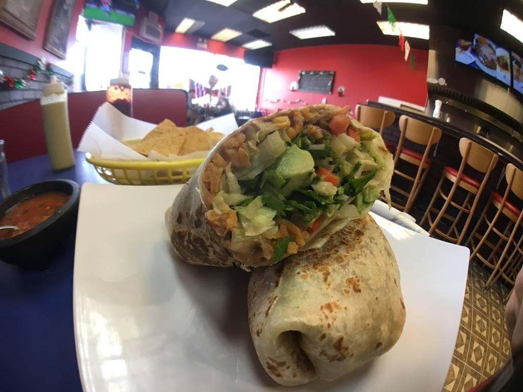 La Huarachita   restaurant   3334 N Milwaukee Ave, Chicago, IL 60641, USA   7736471983 OR +1 773-647-1983