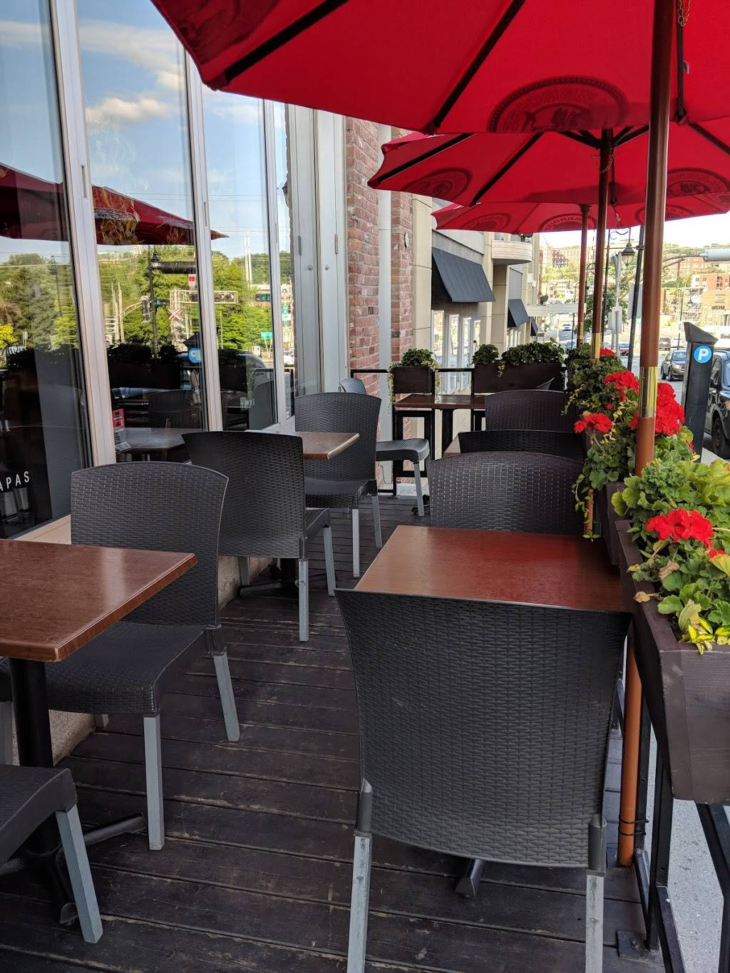 Tapageur | restaurant | 83 Rue King Ouest, Sherbrooke, QC J1H 1P1, Canada | 8198235444 OR +1 819-823-5444