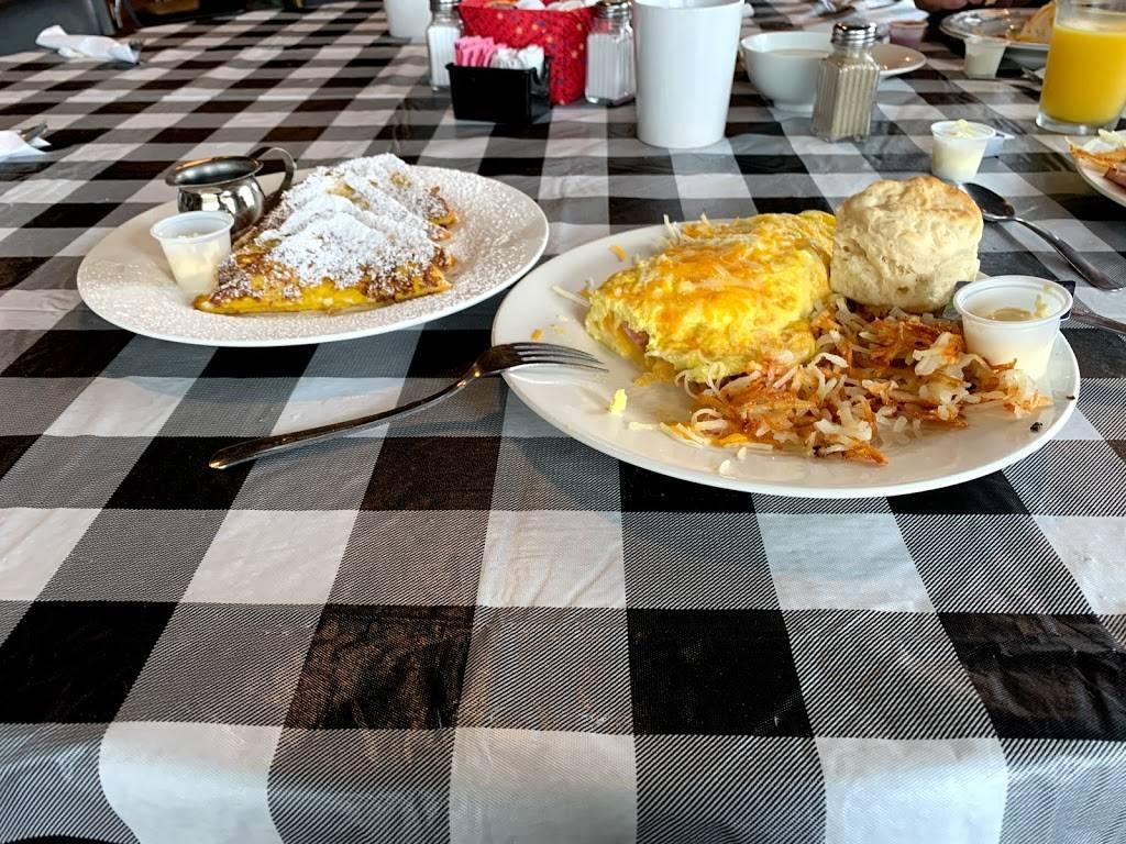 Dottys Cafe | restaurant | 35 E Main St, Hartsburg, MO 65039, USA | 5736572005 OR +1 573-657-2005