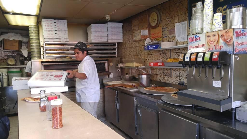 Golden Pizza | restaurant | 504 E 138th St, Bronx, NY 10454, USA | 7186658328 OR +1 718-665-8328