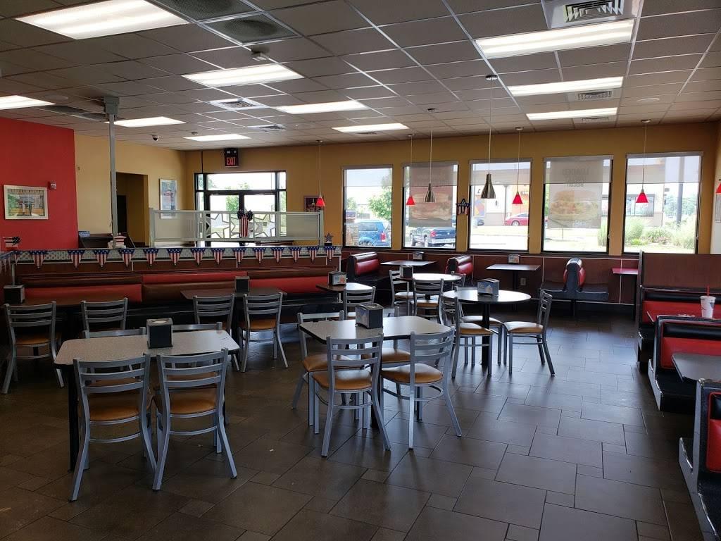 Hardees | restaurant | 1480 Tiny Town Rd, Clarksville, TN 37042, USA | 9316476508 OR +1 931-647-6508