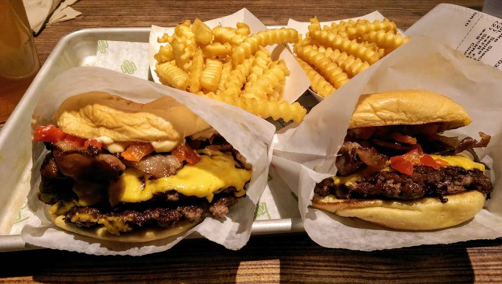 Shake Shack | restaurant | 4999 Old Orchard Shopping Center Space L28, Skokie, IL 60077, USA | 8473801240 OR +1 847-380-1240