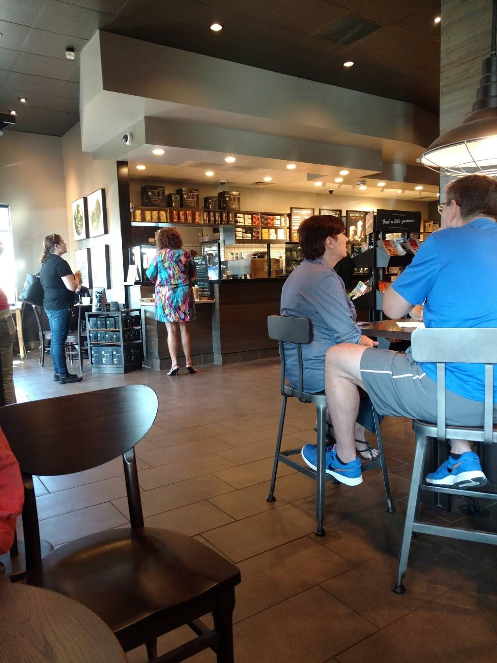 Starbucks | cafe | 1201 24th St c100, Bakersfield, CA 93301, USA | 6613241267 OR +1 661-324-1267