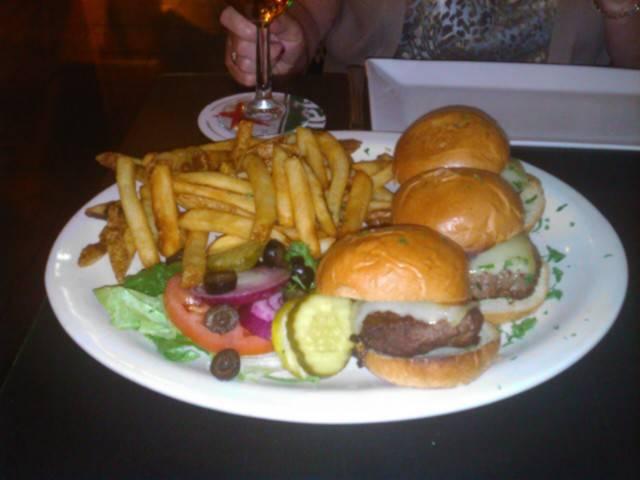 St. James Gate | restaurant | 441 Amsterdam Ave, New York, NY 10024, USA | 2123626202 OR +1 212-362-6202