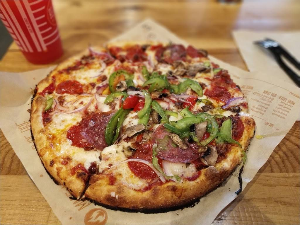 Blaze Pizza | meal takeaway | 5 Teterboro Landing Drive, Teterboro, NJ 07608, USA | 2013814675 OR +1 201-381-4675