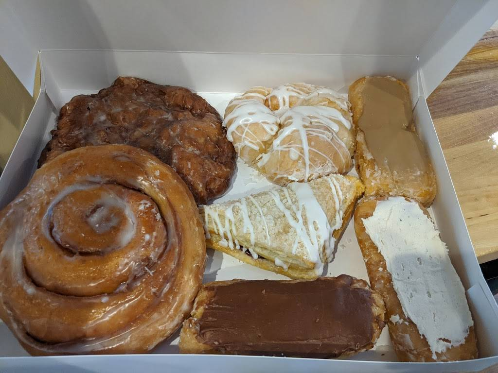 Dough Co. Doughnuts & Coffee | bakery | 4742 Hills and Dales Rd NW, Canton, OH 44708, USA | 3309158053 OR +1 330-915-8053