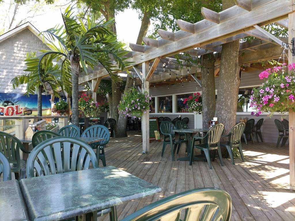 The Beach Lakefront Bar & Grill | restaurant | 221 Lake Dr N, Keswick, ON L4P 3C8, Canada | 9059890701 OR +1 905-989-0701
