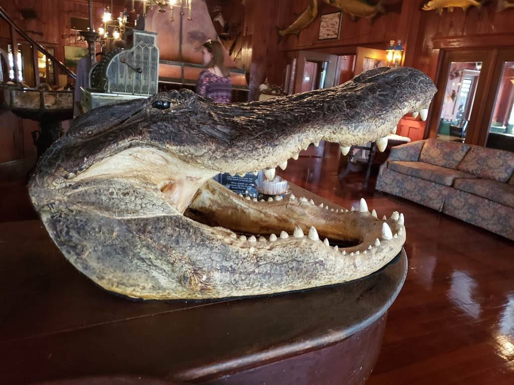 Everglades Rod & Gun Club | restaurant | 200 W Broadway, Everglades City, FL 34139, USA | 2396952101 OR +1 239-695-2101
