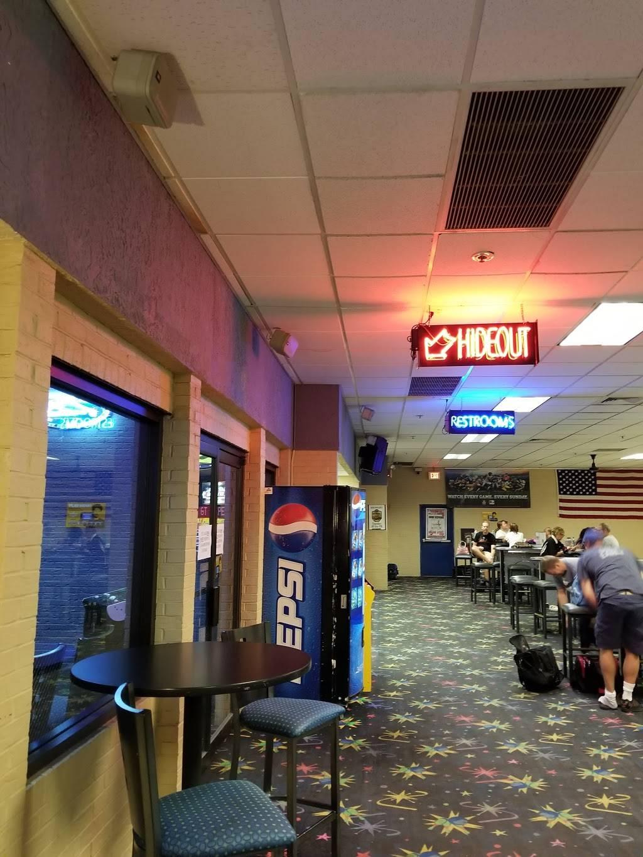 Hideout Pub & Grill | restaurant | 3435 N Kennicott Ave, Arlington Heights, IL 60004, USA | 8472556373 OR +1 847-255-6373