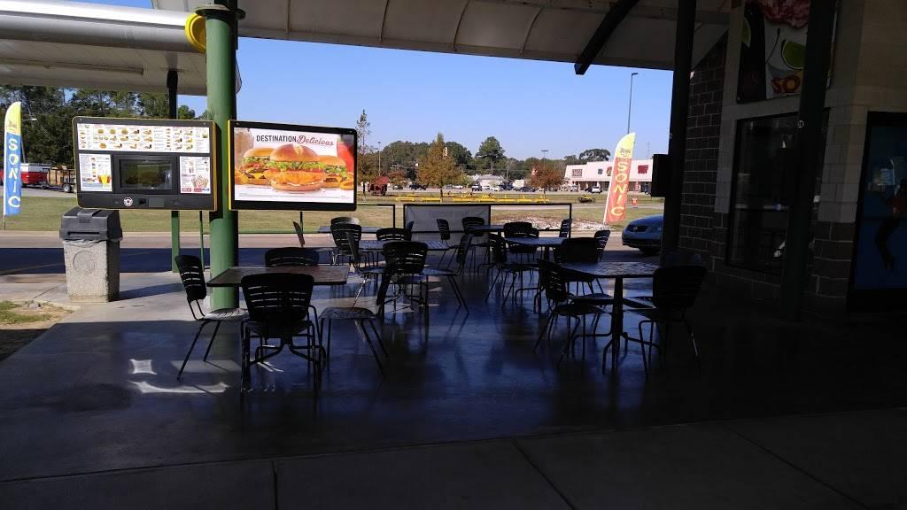 Sonic Drive-In | restaurant | 879 E Lasalle St, Ville Platte, LA 70586, USA | 3373636616 OR +1 337-363-6616