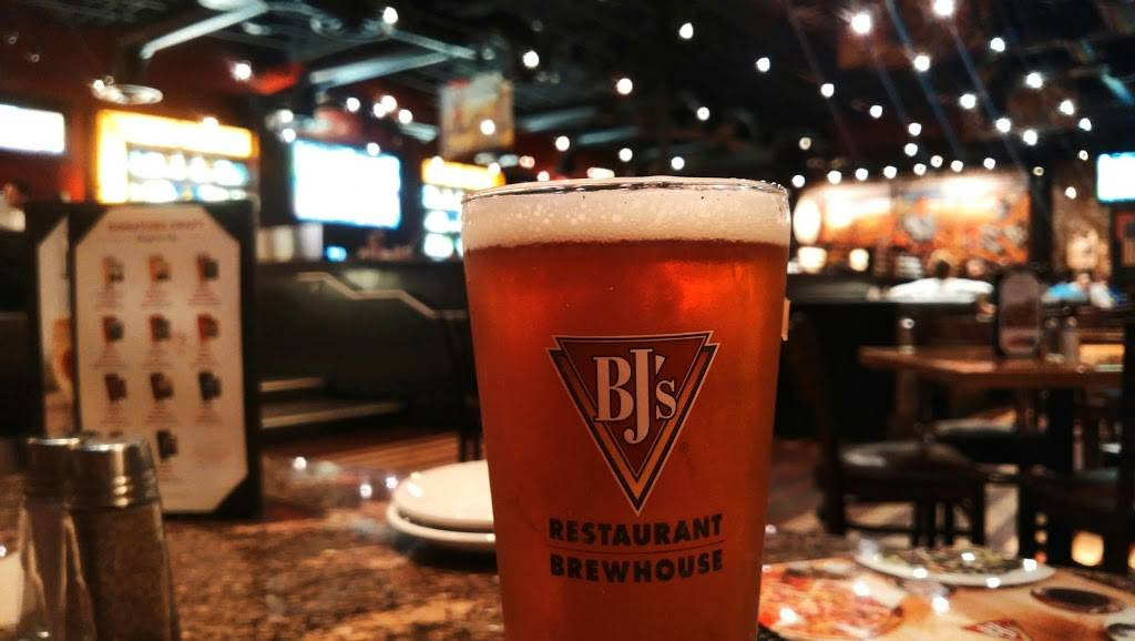 BJs Restaurant & Brewhouse | restaurant | 1101 N Central Expy, Plano, TX 75075, USA | 9724244262 OR +1 972-424-4262
