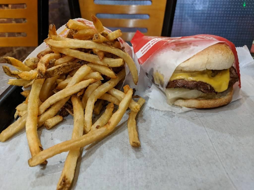 Peteys Burger   restaurant   3017 30th Ave, Astoria, NY 11102, USA   7182676300 OR +1 718-267-6300