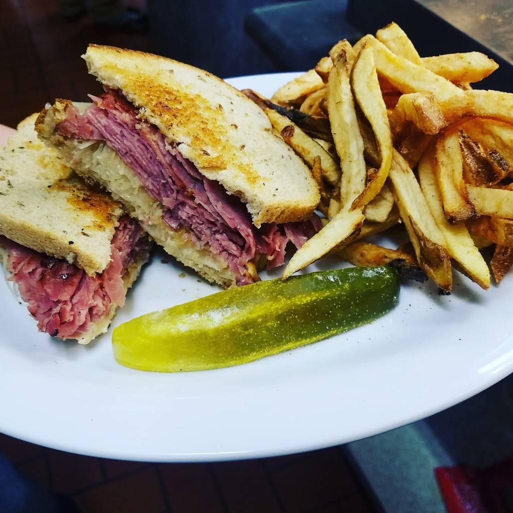 Lulus Kitchen   restaurant   1640 Marion Rd, Bucyrus, OH 44820, USA   4195620019 OR +1 419-562-0019