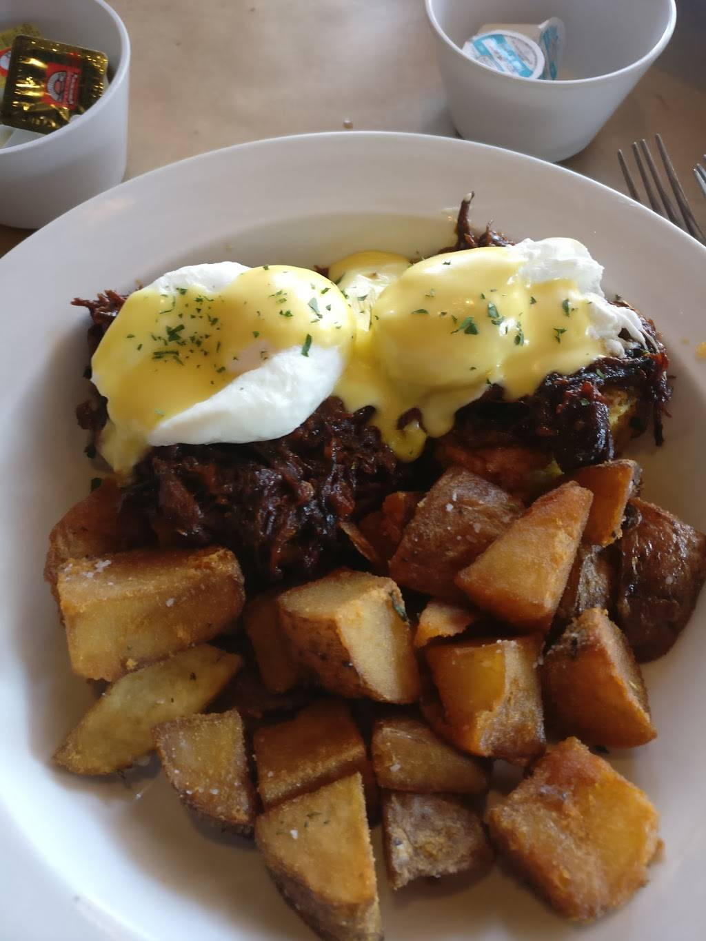 Cellars Bar and Grill | restaurant | 5900 N Broadway, Chicago, IL 60660, USA | 7739441208 OR +1 773-944-1208