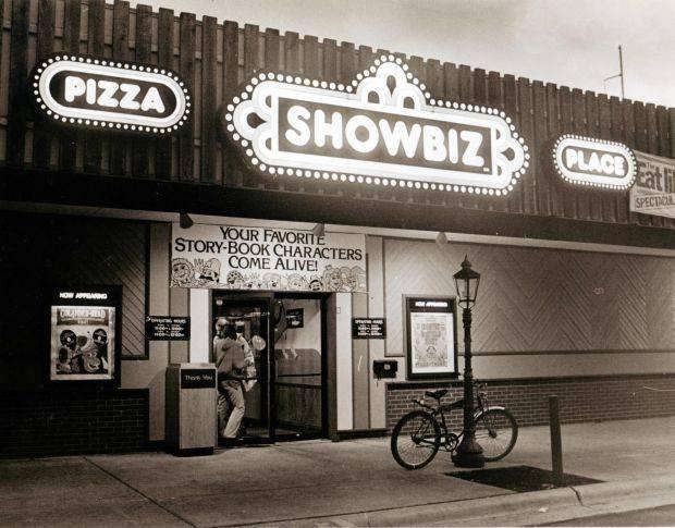 Showbiz Pizza Place | restaurant | 903 W Kimberly Rd, Davenport, IA 52806, USA | 3162993477 OR +1 316-299-3477