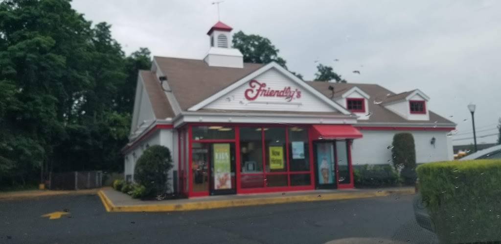 Friendlys | restaurant | 2220 Rte 112, Coram, NY 11727, USA | 6316963717 OR +1 631-696-3717