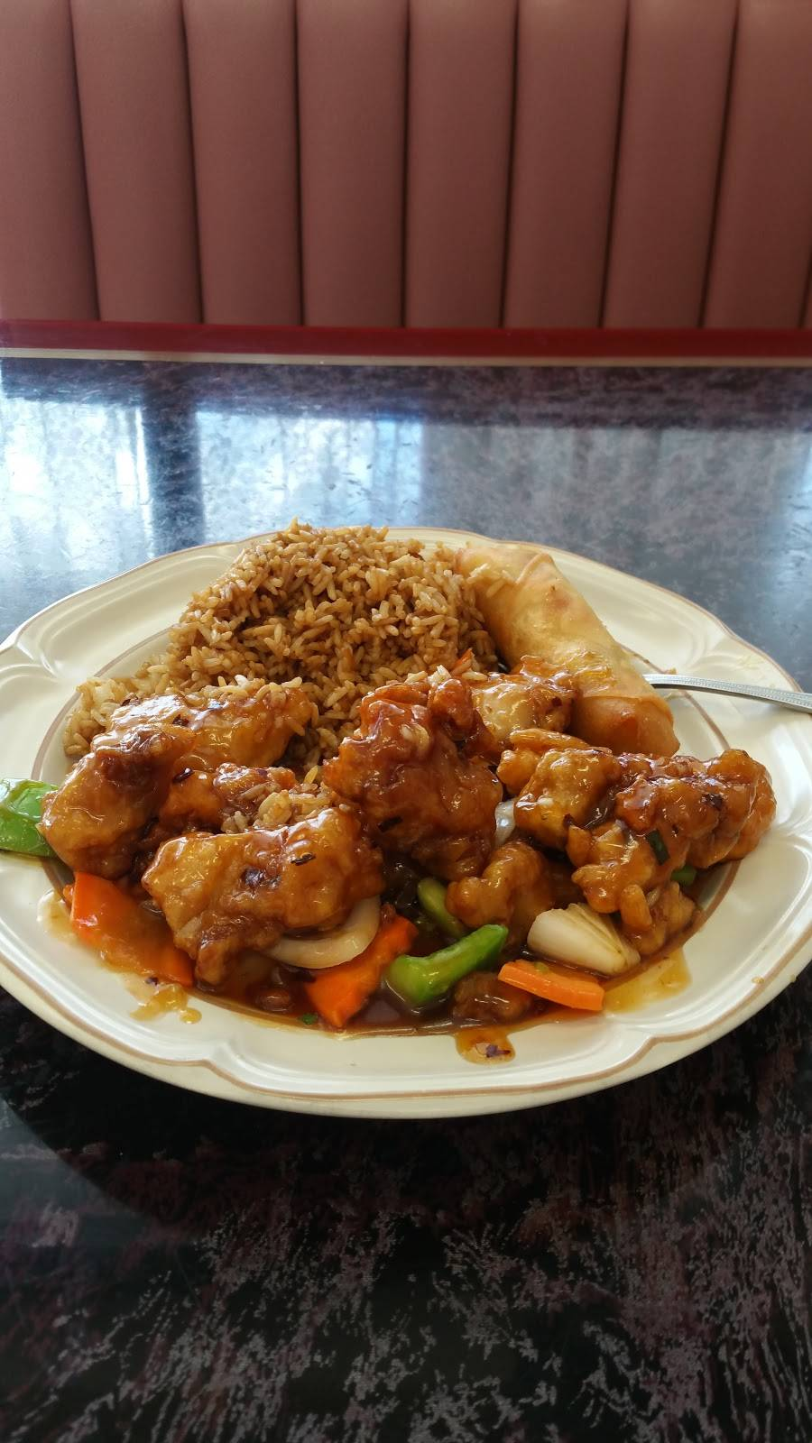 Iron Wok | restaurant | 127 W Oak Knoll Dr, Hampshire, IL 60140, USA | 8476839750 OR +1 847-683-9750