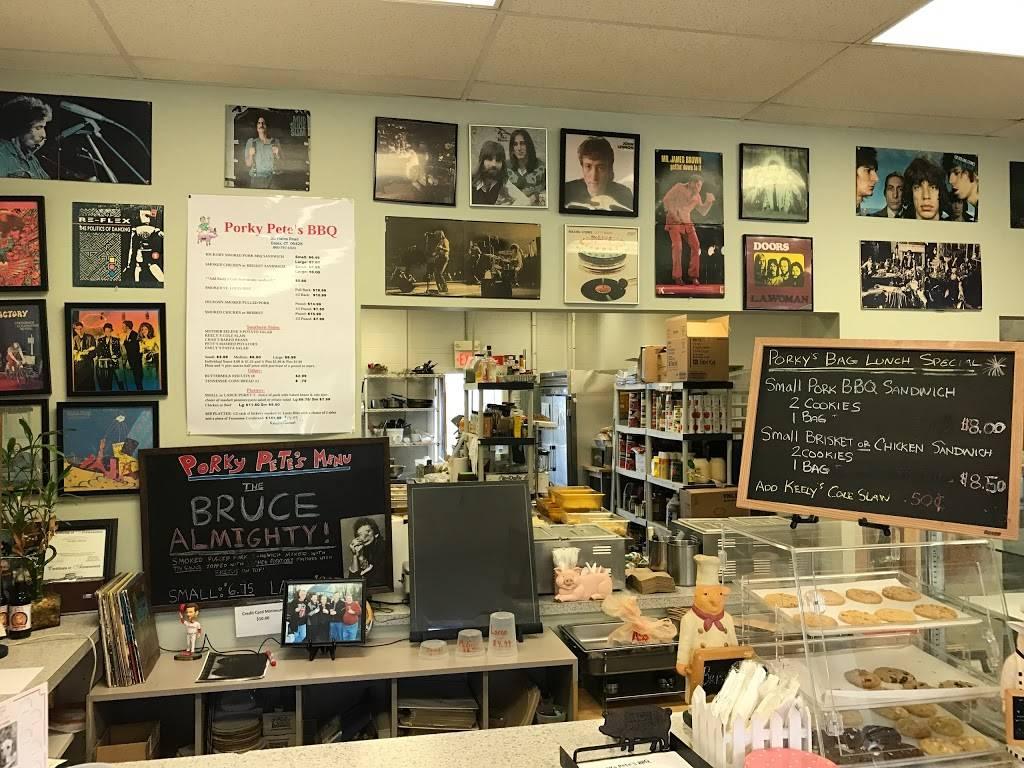 Porky Petes BBQ | restaurant | 90 Plains Rd, Essex, CT 06426, USA | 8607671021 OR +1 860-767-1021