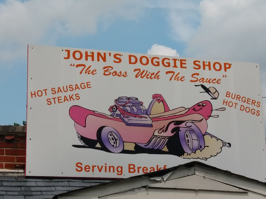 Johns Doggie Shop | restaurant | 525 Conchester Hwy, Boothwyn, PA 19061, USA | 6104949720 OR +1 610-494-9720