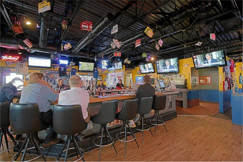 Tonys Trophy Room | restaurant | 929 W Poplar Ave, Collierville, TN 38017, USA | 9014577134 OR +1 901-457-7134