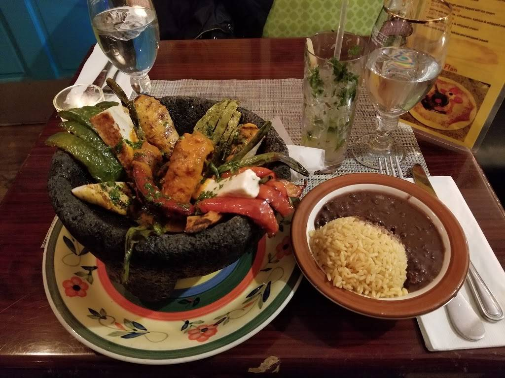 Los Pollitos III | restaurant | 2526, 499 Myrtle Ave, Brooklyn, NY 11205, USA | 3473538276 OR +1 347-353-8276