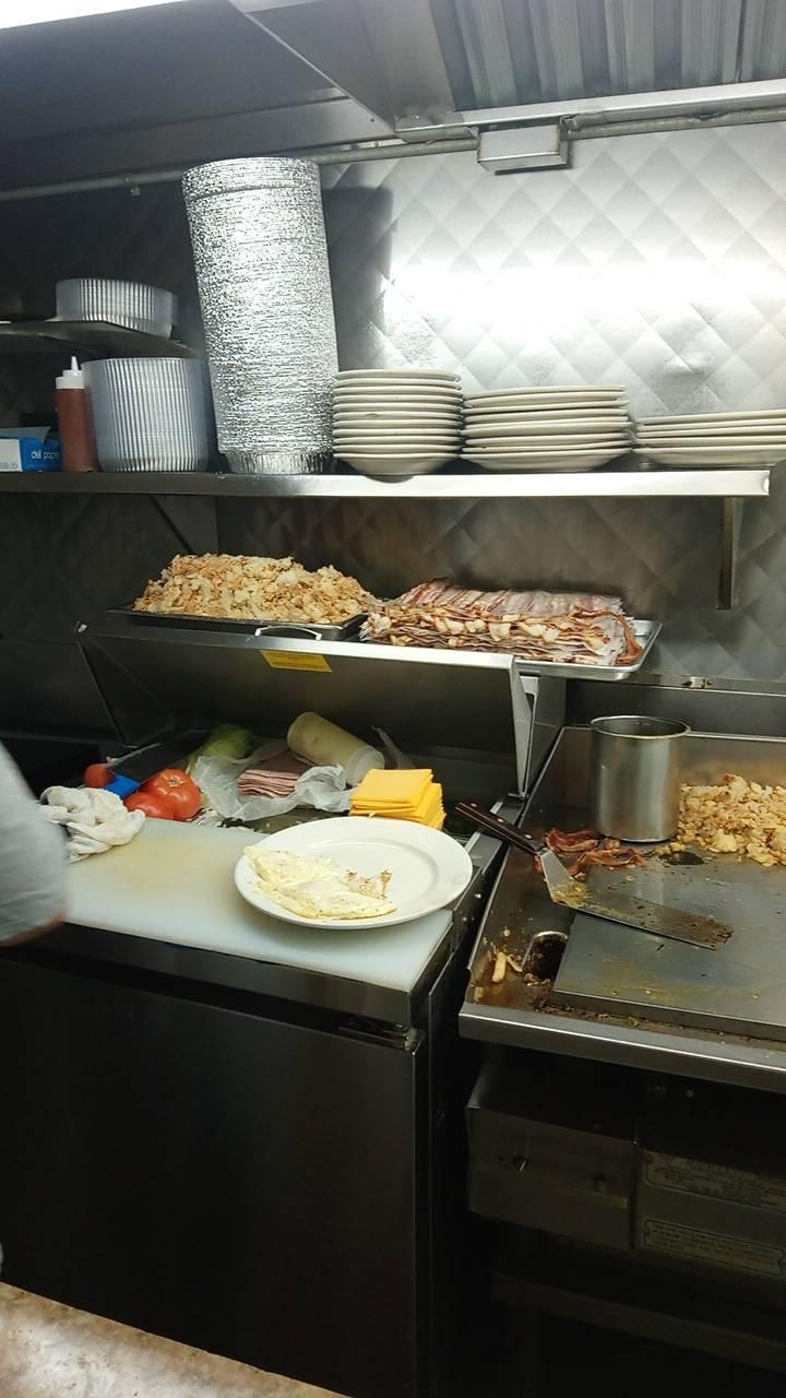 Lous | restaurant | 2604, 209 Ocean Ave, Jersey City, NJ 07305, USA | 2013339389 OR +1 201-333-9389