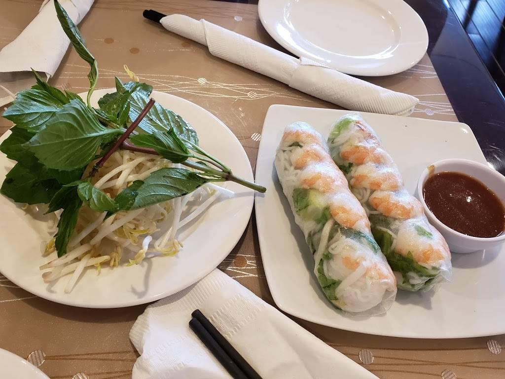 Viet Fortune   restaurant   2701 Neabsco Common Pl #142, Woodbridge, VA 22191, USA   5715523753 OR +1 571-552-3753