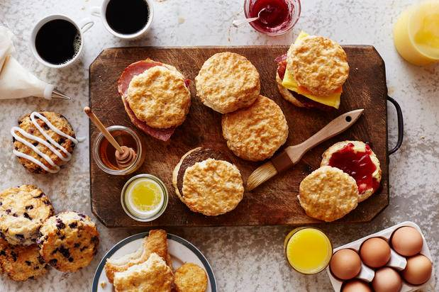 Bojangles Famous Chicken n Biscuits | restaurant | 4897 Country Club Rd, Winston-Salem, NC 27104, USA | 3367743890 OR +1 336-774-3890