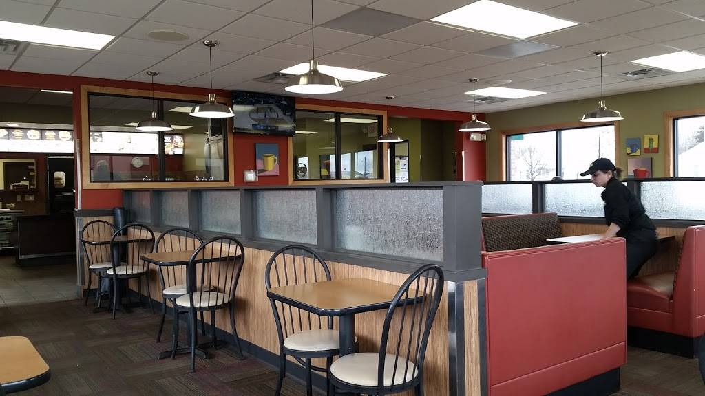 Runza Restaurant | restaurant | 1605 N Lincoln Ave, York, NE 68467, USA | 4029084059 OR +1 402-908-4059
