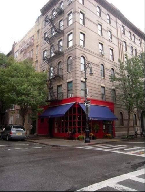 Friends house | restaurant | E 66th St, New York, NY 10065, USA