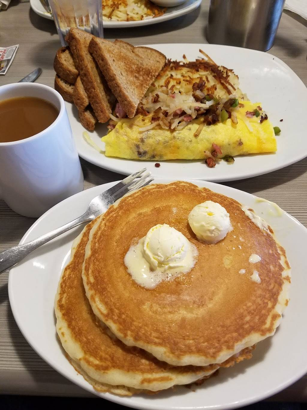 Perkins Restaurant & Bakery | restaurant | 700 Pine St, Monticello, MN 55362, USA | 7632954400 OR +1 763-295-4400