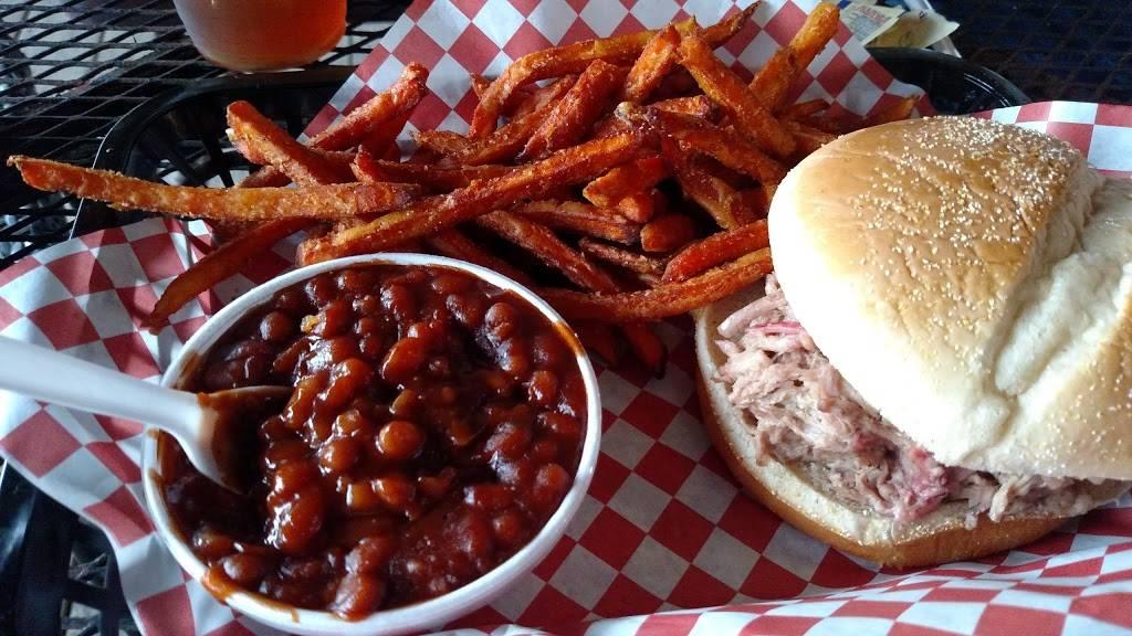 On Q Smokehouse Grill   restaurant   33030 FL-52, San Antonio, FL 33576, USA   3526684821 OR +1 352-668-4821
