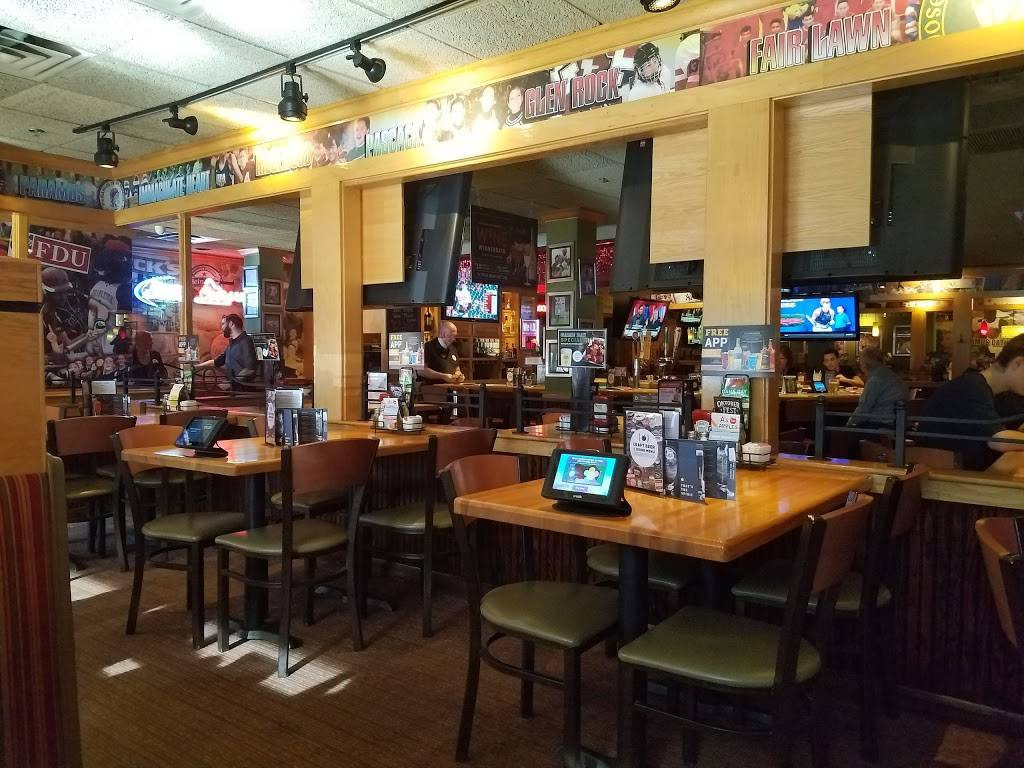 Applebees Grill + Bar   restaurant   Fashion Center Mall, 17 E Ridgewood Ave, Paramus, NJ 07652, USA   2014478813 OR +1 201-447-8813
