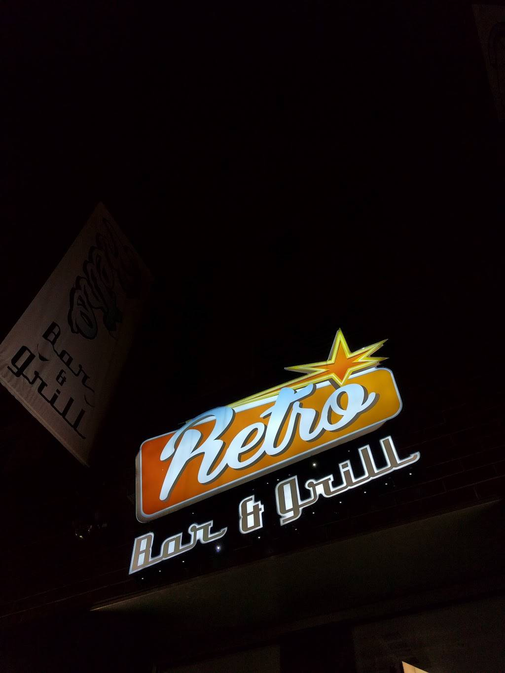 Retro Bar and Grill | restaurant | 150 Delancey St, New York, NY 10002, USA | 2122288379 OR +1 212-228-8379