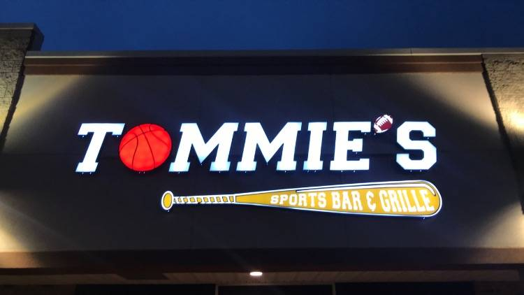 Tommies Sports Bar and Grille | restaurant | 5201 Monroe St, Toledo, OH 43623, USA | 4196903272 OR +1 419-690-3272