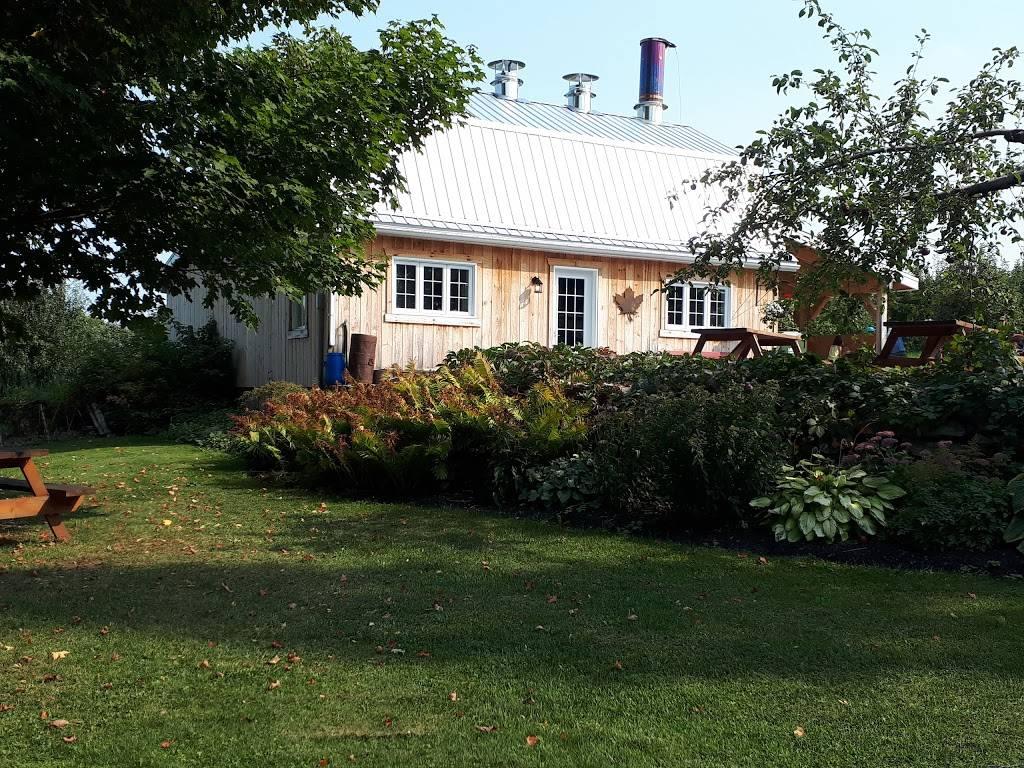 Vergers Cassidy   restaurant   ,JOS-1EO, 2910 QC-202, Franklin, QC J0S 1E0, Canada   4508272000 OR +1 450-827-2000