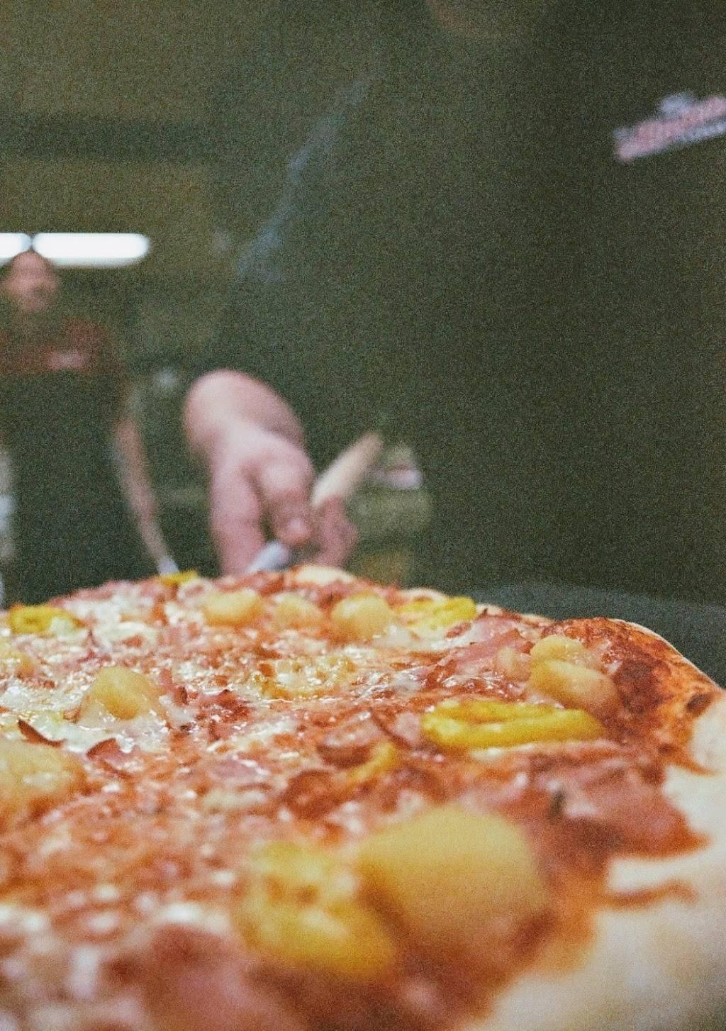 Contenders Pizzeria & Arcade | restaurant | 251 hickory hills shopping center, Hillsville, VA 24343, USA | 2767792002 OR +1 276-779-2002